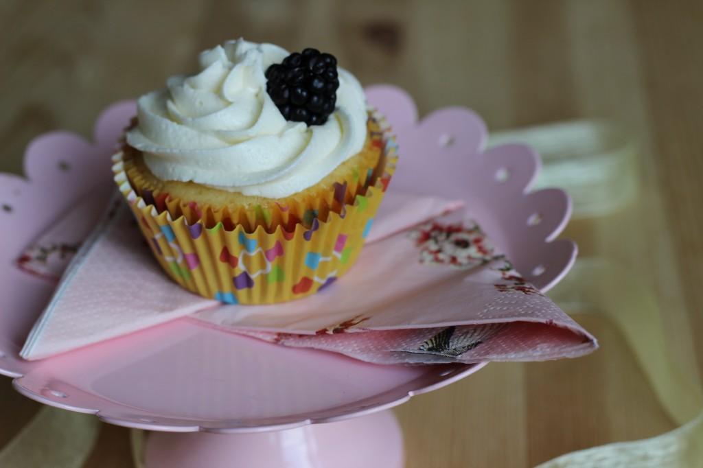 Cupcake de Limão Siciliano e Amora